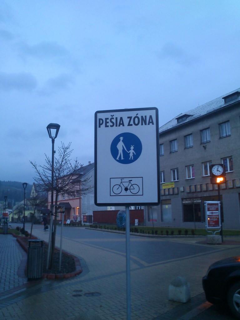 Turzovka umožňuje na pešej zóne vjazd cyklistom.