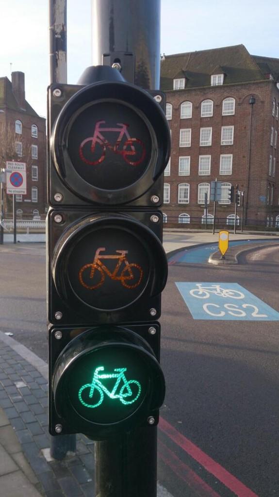 V Londýne inštalovali prvé nízkopoložené samafóry pre cyklistov.