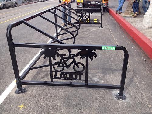 Los Angeles inštaluje parkovacie zálivy pre cyklistov.