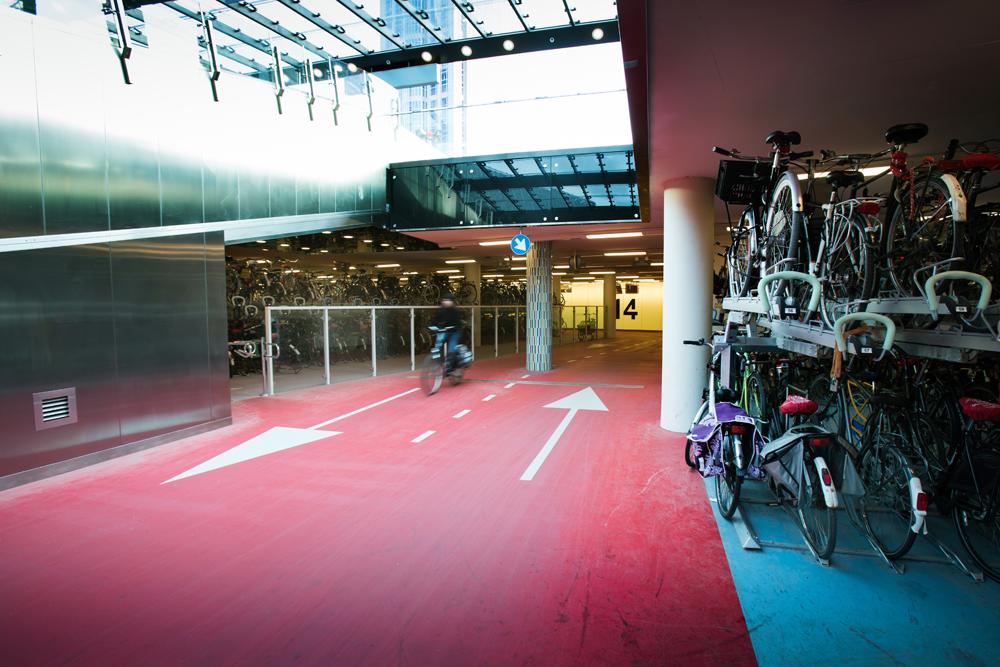 Rotterdam centraal station – príklad stanice priateľskej k cyklistom.