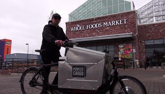 V Brooklyne distribuujú potraviny na bicykloch.