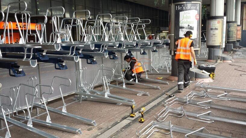 Na londýnskej Victory station inštalovali nové cyklostojany