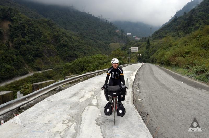 me-pass-china-bad-road