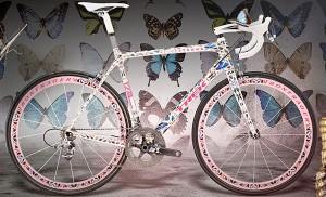 trek-stages-damien-hirst-bike-1-600x364 - kópia