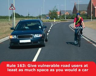 Zaujímavé anglické pravidlo o obiehaní cyklistov.