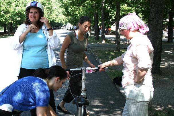 Vo Viedni učia imigrantov bicyklovať.