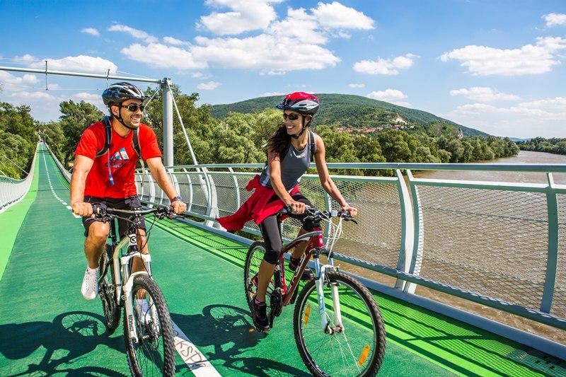 cyklisti_cyklomost_slobody_small