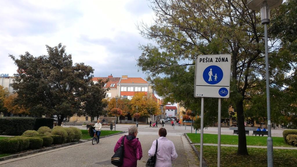 Pešia zóna v Nových Zámkoch je otvorená cyklistom.