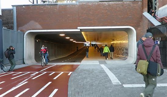 V Amsterdame otvorili nový cyklotunel