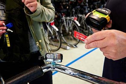 Utrecht zavádza čiarové kódy na manažovanie parkovania bicyklov