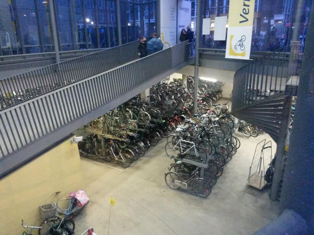 Vyše 3300 parkujúcich bicyklov na žel. stanici v Münsteri