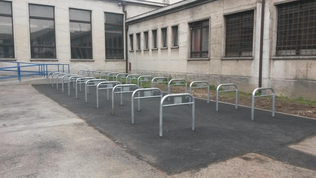 Na železničnej stanici vo Zvolene pribudli stojany na bicykle