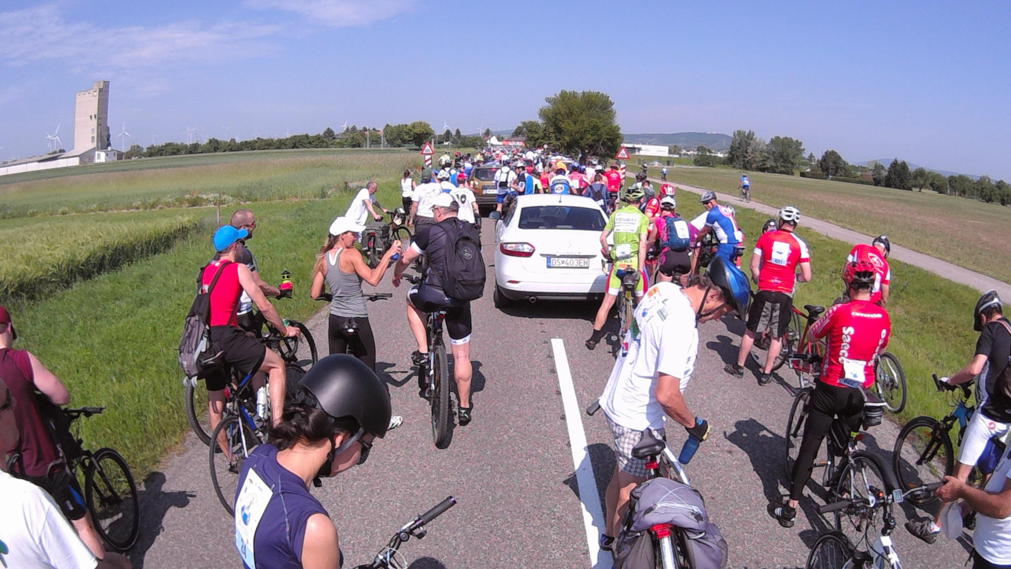 7857cc25e Polícia a Bratislavská mestská organizácia STARZ ohrozili životy cyklistov  pri cyklotúre priateľstva