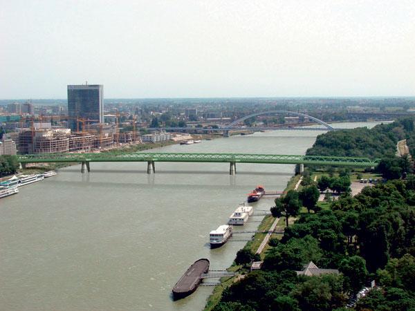 Peší a cyklisti budú môcť využiť Starý most už v máji.