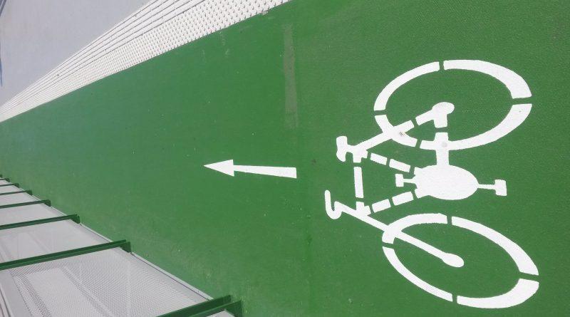 Cyklisti a Starý most v Bratislave