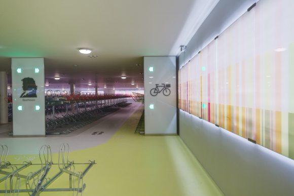 Na železničnej stanici Amsterdam juh vytvorili 3000 miest pre bicykle.