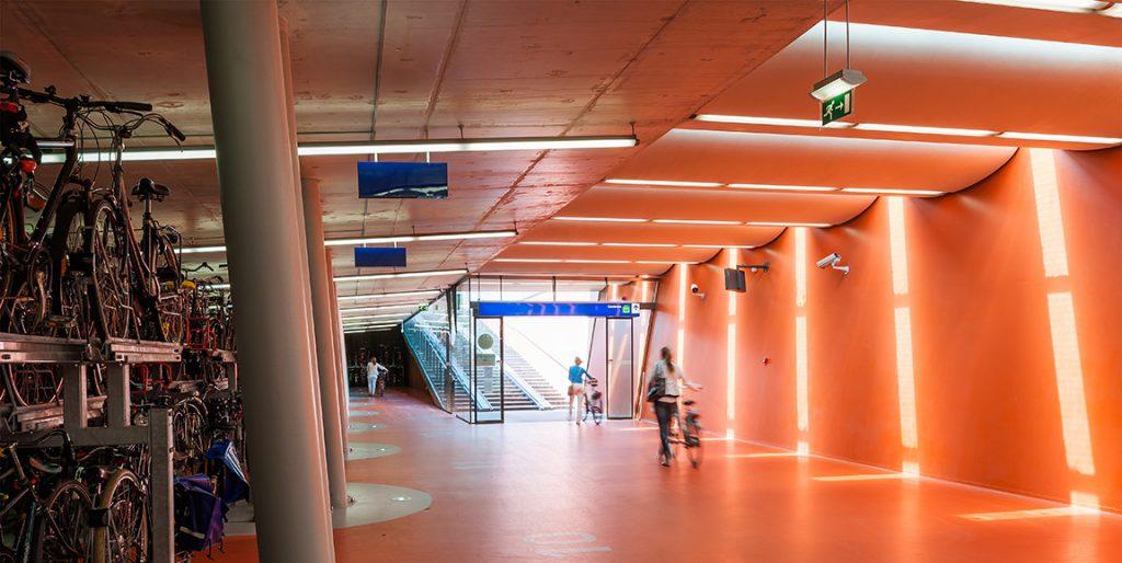 V meste Haarlem zrekonštruovali železničnú stanicu s 8000 parkovacími miestami