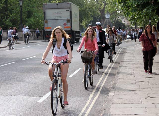 Ak chcete študovať na Oxforde, auto vám na univerzitu nedovolia,ale požičajú vám na bicykel