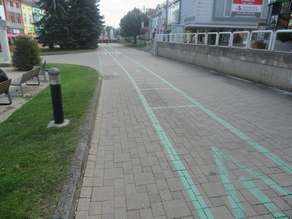 Poprad a cyklistická cestička na námestí