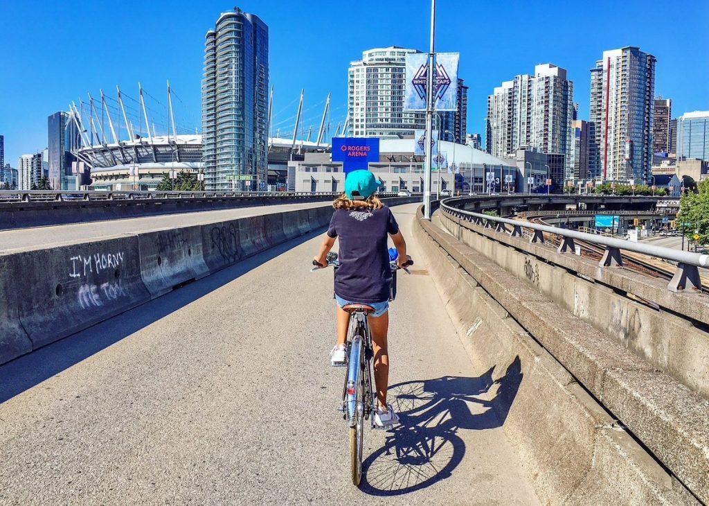 Vo Vancouveri zrušili jeden pruh pre autá a vygenerovalo im to 1,5 mil. cyklociest za 6 rokov