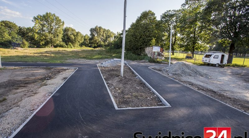 Geometrické absurdnosti cyklocestičky v Swidnici