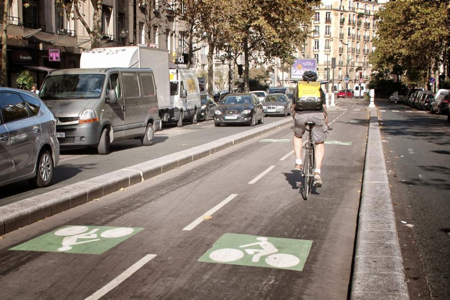 Cyklopruhy pomohli znížiť využívanie automobilov v Paríži