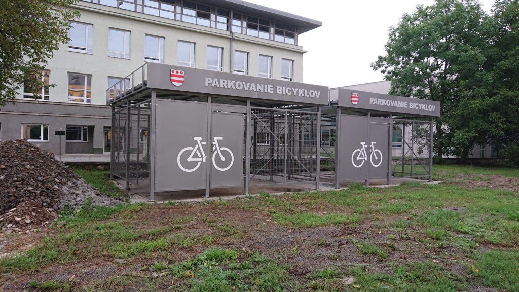 Po ôsmich rokoch sa Prešovčania dočkajú cykloprístreškov.