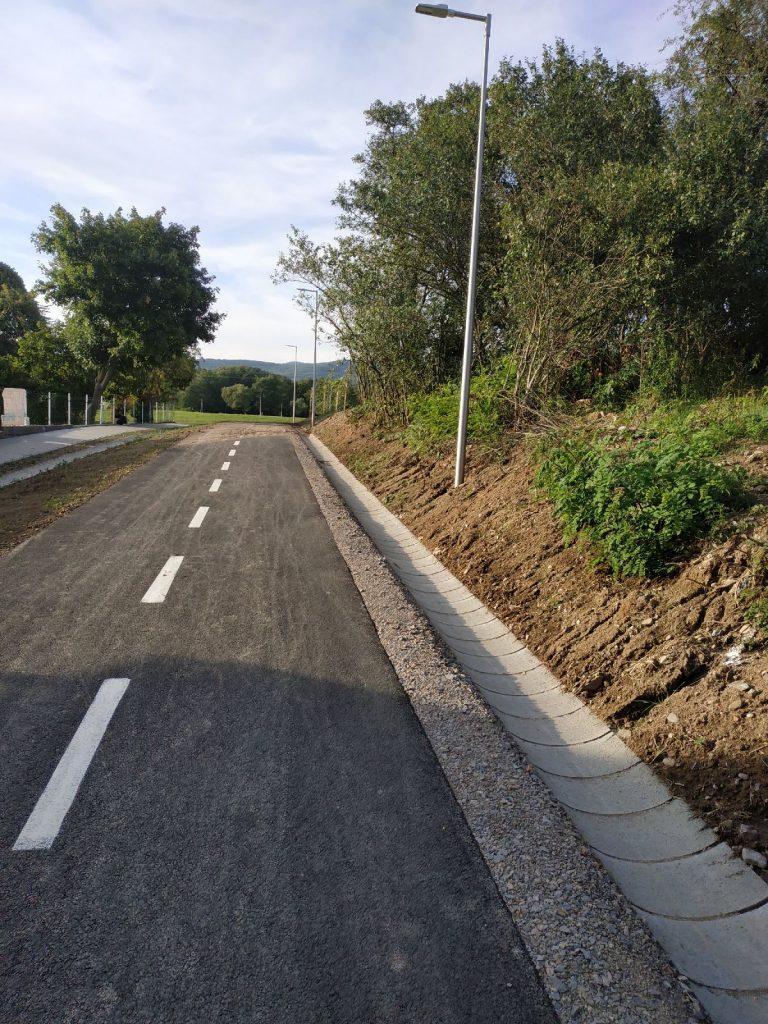 Nová cyklistická cestička v Detve. Dobrá myšlienka – zlé prevedenie