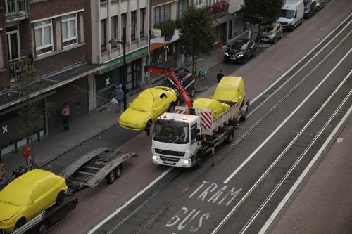 Žlté vraky aut v Antwerpách
