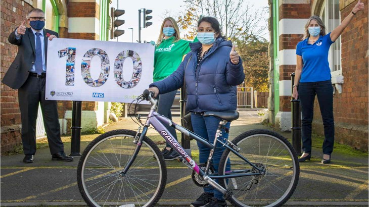 Britská Sustrans darovala zdravotníkom 100 bicyklov