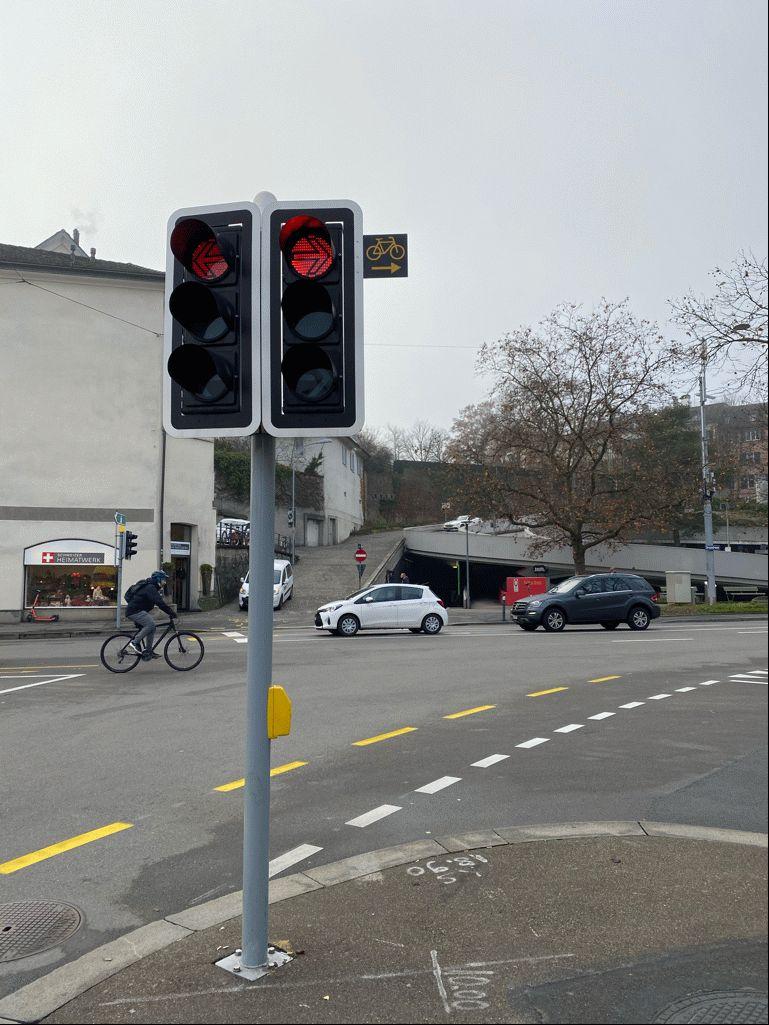 Zürich umožní na vybraných križovatkách odbočenie do prava na červenú
