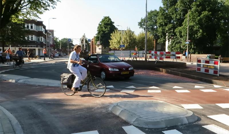Zwolle úspešne otestovalo prvú experimentálnu okružnú križovatku pre cyklistov
