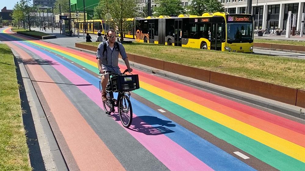 Utrecht otvoril prvú dúhovú cyklotrasu